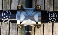 travers-titanium-stem-carbon-handlebars