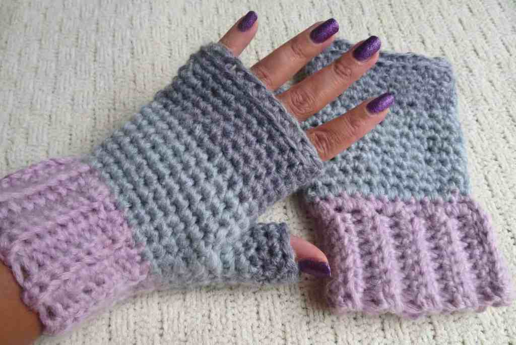 crochet fingerless gloves, free crochet pattern, crochet accessories |