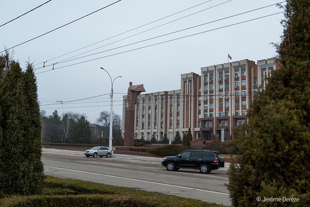 Parlement de tiraspol et statue de lénine