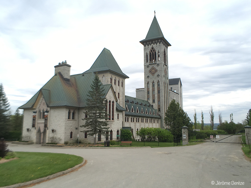 Extérieur de l'abbaye de Saint-Benoît-du-Lac