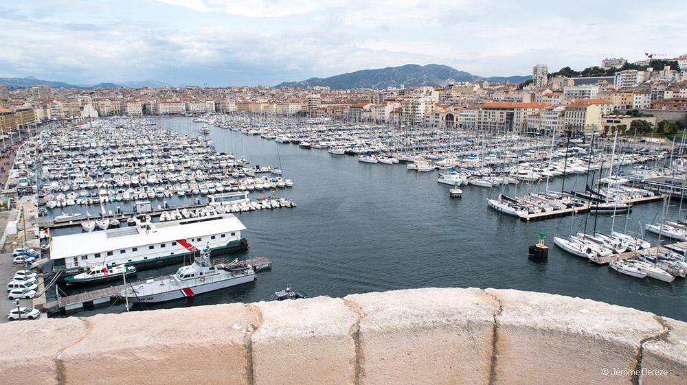 Voir le Vieux Port de Marseille depuis le Fort de Saint-Jean