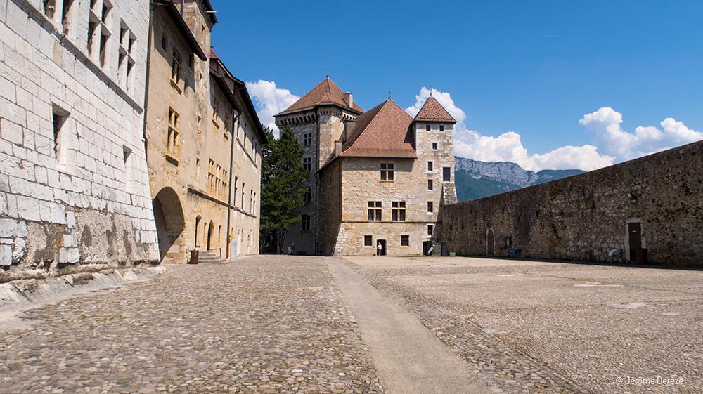 Voyager à Annecy et visiter le Château d'Annecy