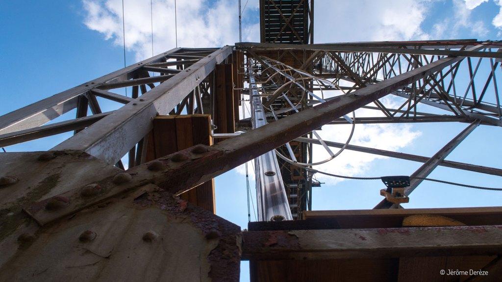 Voyager aux Portes du soleil - Monter sous un pont à Morzine