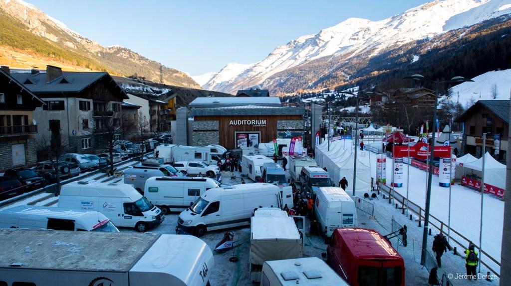 Parking des mushers sur la Grande Odyssée Savoie Mont Blanc
