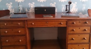 Joseph Lyon's Desk, Home Hill
