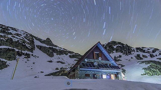 Refugio de Respumoso || by @albertcp87 (Instagram) #travesiapirenaica #Pirineos #Pyrénées #Pyrenees
