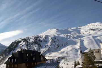 Disfruta de la nieve y el esquí en Candanchú / _José Ibáñez (Wikimedia Commons)
