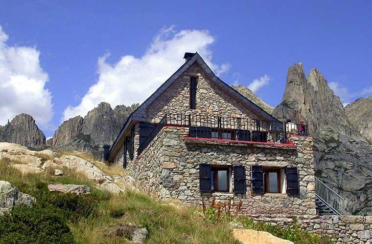 Refugi Amitges / Foto: Joan-Simon (Wikimedia Commons)