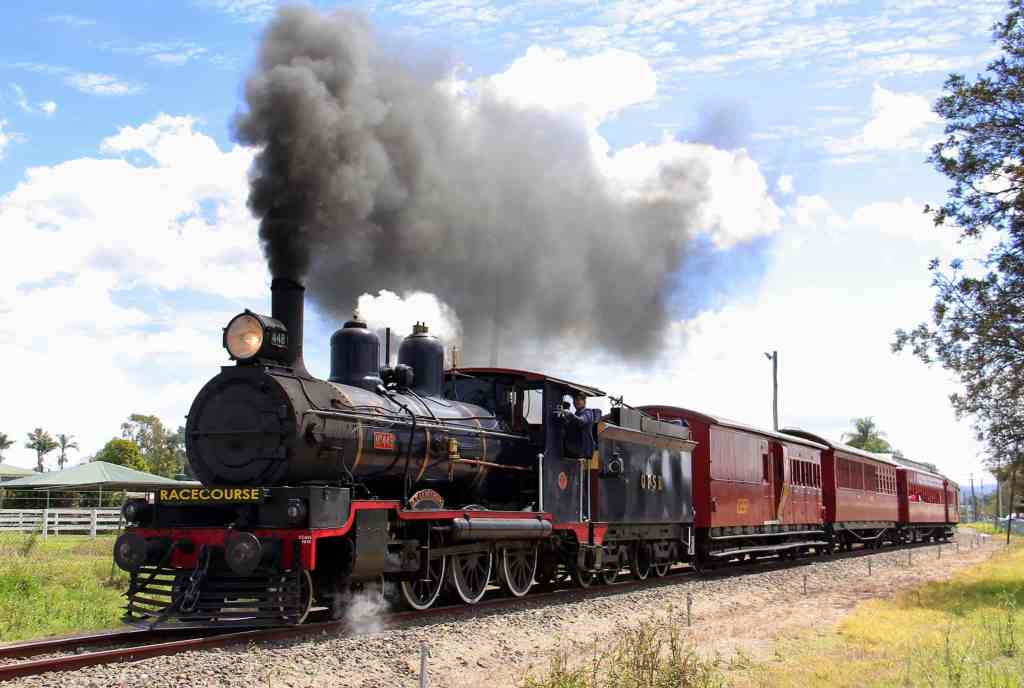 Railway 2 1 1024x688 - Tahukah Kamu ? Batu Kerikil Di Rel Kereta Api Bukan Cuma Hiasan Lho