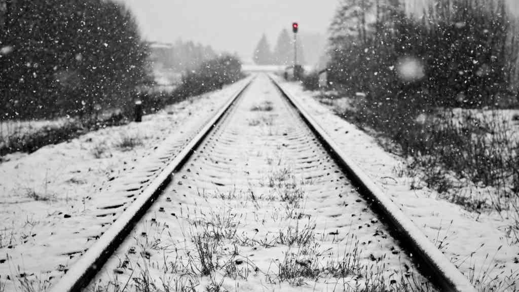 Railway 4 1024x576 - Tahukah Kamu ? Batu Kerikil Di Rel Kereta Api Bukan Cuma Hiasan Lho