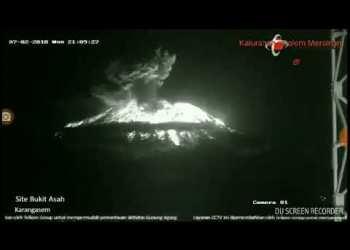 Detik Detik Meletusnya Gunung Agung 2 Juli 2018 2104 WITA - Video Detik - Detik Meletusnya Gunung Agung