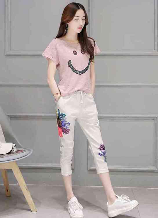 Kaos 545x750 - Yuk Intip 30 Jenis Pakaian Wanita Terbaru yang bakal Trend  2019 304fccd3f2