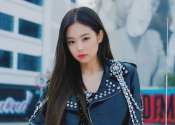 jennie merupakan member pertama blackpink yang mengeluarkan album solo berjudul SOLO - Lirik Lagu SOLO Jennie Blackpink - Arti dan Terjemahan Indonesia