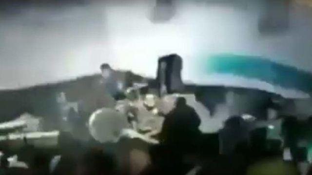 detik detik tsunami terjang konser seventeen - Detik-Detik Tsunami Banten Terjang Konser Seventeen