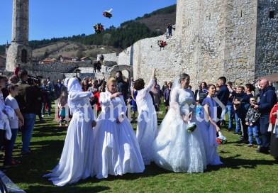 """Pet parova izrekla sudbonosno """"DA"""" na Starom gradu u Travniku"""