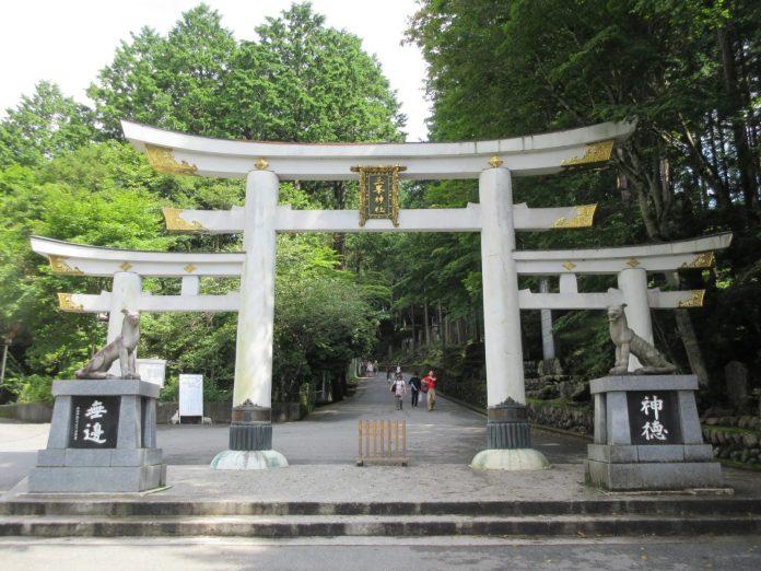 三峯神社 三鳥居