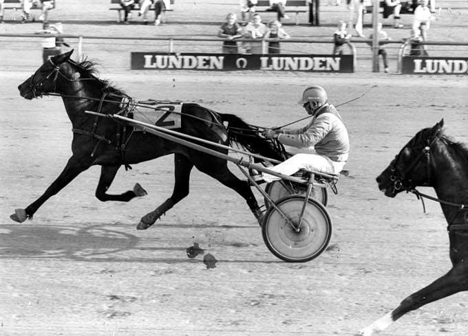 Hvem er det Jørgen Olsen vinder med her? Kan du hjælpe Bongo med svaret?