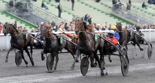 Cristal Money med Franck Nivard vinder sikkert Prix d'Etoile med en førstepræpmie på 108.000 Euro. Foro Gerard Forni