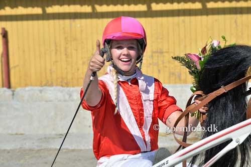 En glad vinder af Ladies Cup, Louise V. Mortensen fra Billund.