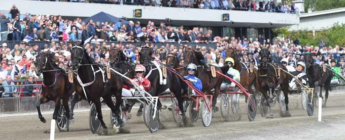 Feltet i oslo Grand Prix ud på sidste omgang. Foto Gerard Forni