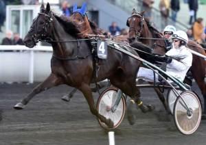 Stelton med Jeppe Juel bkev nummer to i deres første start på Vincennes. Foto Gerard Forni.