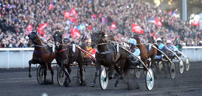 Up and Quick med Jean Michel Bazire vinder fulgt af Voltigeur du Myrt pg Timoko. Foto Gerard Forni