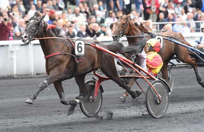 Voltigeur de Myrt med Gabriele Gelormini vinder sikkert Prix Rene Balliere. Foto Gerard Forni