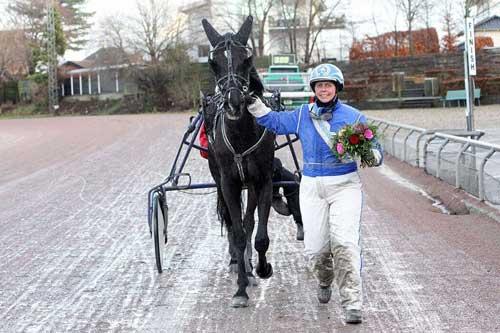 Amatørchampion for andet år i træk, Anette Olsen med søndagens vinderhest, Andre Ward. Foto Martin Timm Holmstav