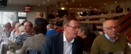 Erling Bonnesen  i selskab med Fyens Væddeløbsbanes formand Jørn Borch,