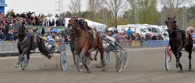 O Nhold vinder Ôrebo Internatinal foran udvendige Mellby Viking og indvendige Jeppas Maxi. Foto Kanal 75