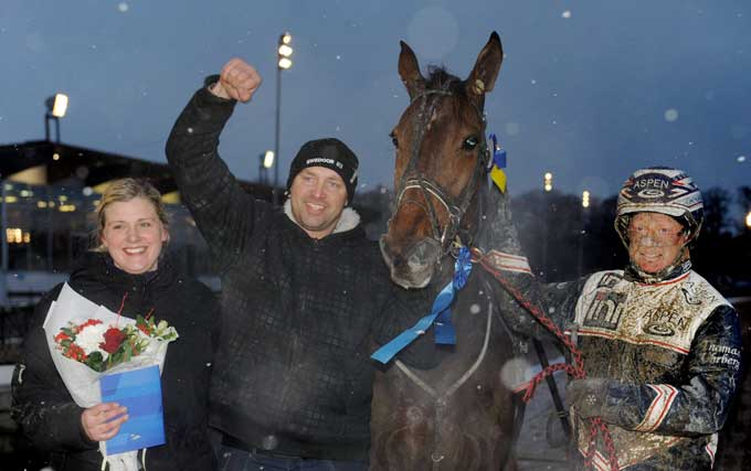 Torben Hovgaard fik det store smil frem efter Rina Chen Hai havde vundet for Thomas Uhrberg. Kanal 75