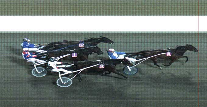 So ho med Kim Pedersen vinder for sjette gang i træk. På andenpladsen Sigma Vang. Bemærk  hesten i ryg på Soho - Kijafa