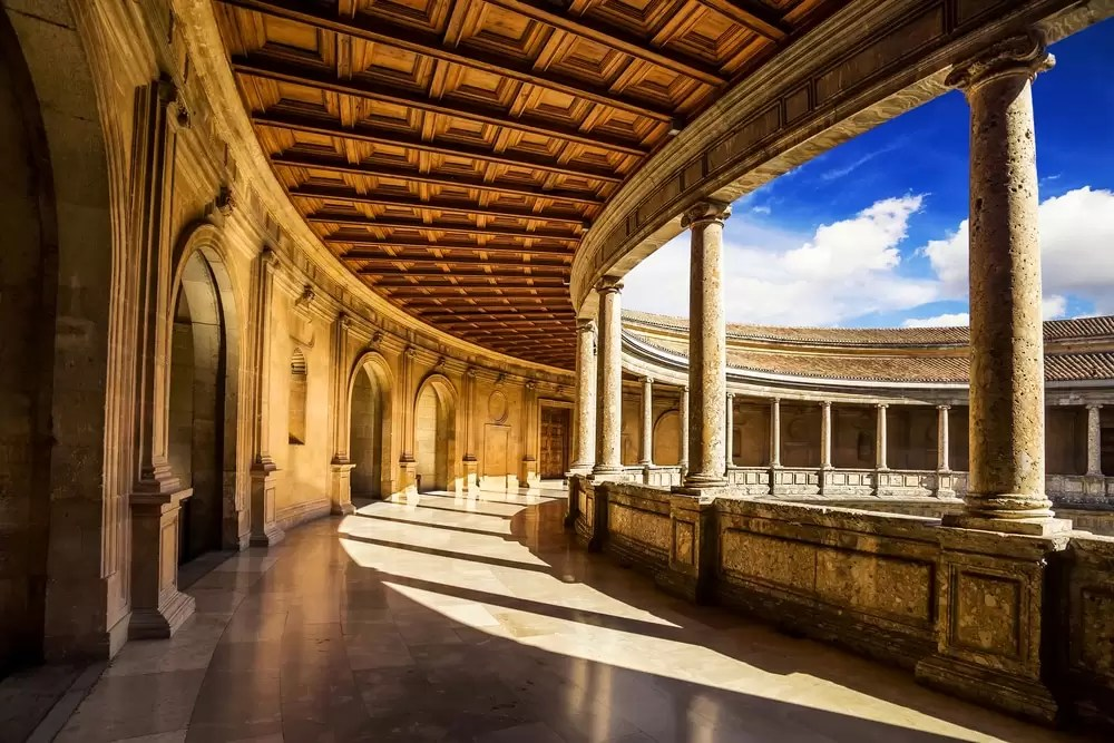 Zwiedzanie Alhambry podczas wyjazdu integracyjnego.