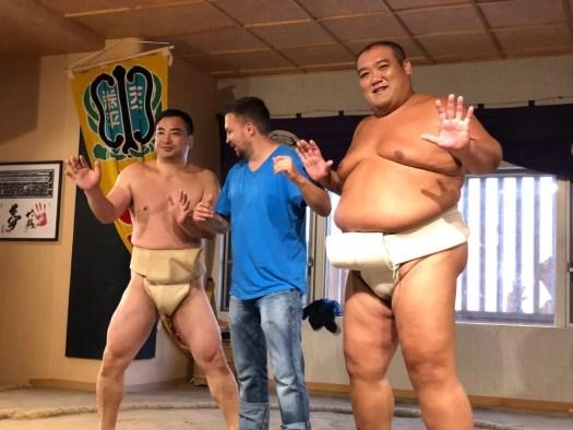 Lekcja sumo podczas wyjazdu integracyjnego do Japonii.