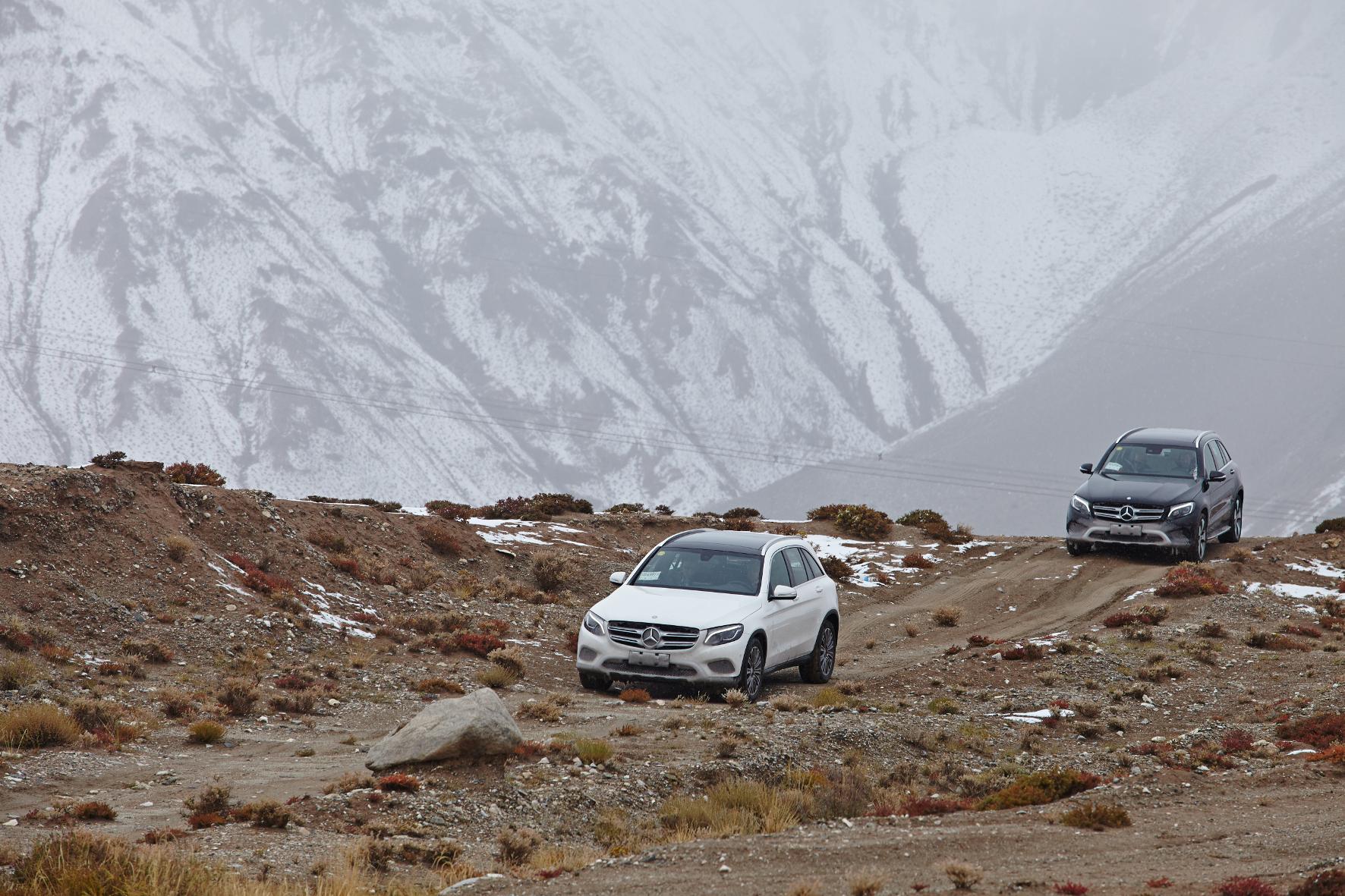 Mit dem Mercedes-Benz GLC auf Testfahrt im Himalaya