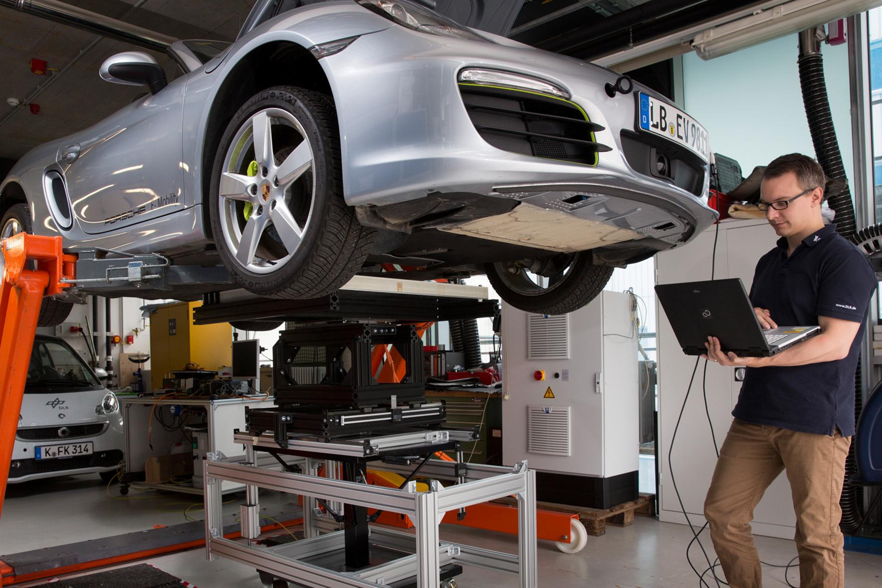 Induktives Laden von Elektrofahrzeugen wird erforscht