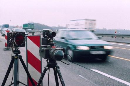 Immer wieder tappen Autofahrer in die Radar-Falle. Hin und wieder kommen jedoch Zweifel an der Genauigkeit der Messung auf. © ADAC