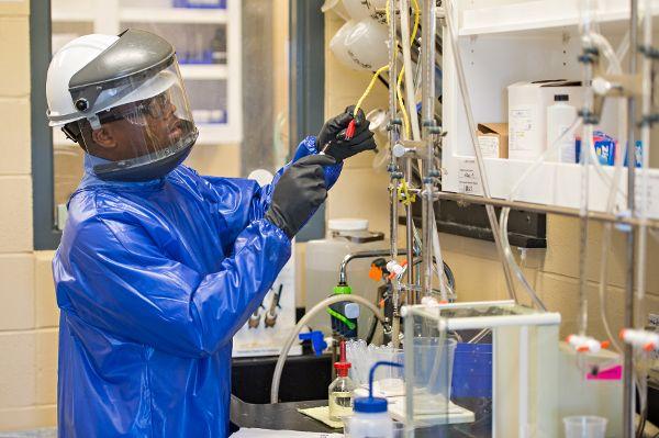 Weltweit größte Fabrik für umstrittenes Kühlmittel wurde in Betrieb genommen
