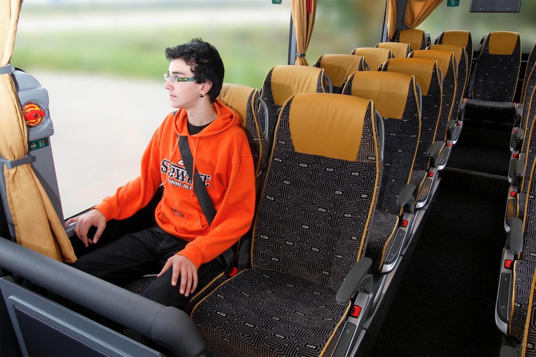 Es besteht eine europaweite Gurtpflicht in Reisebussen