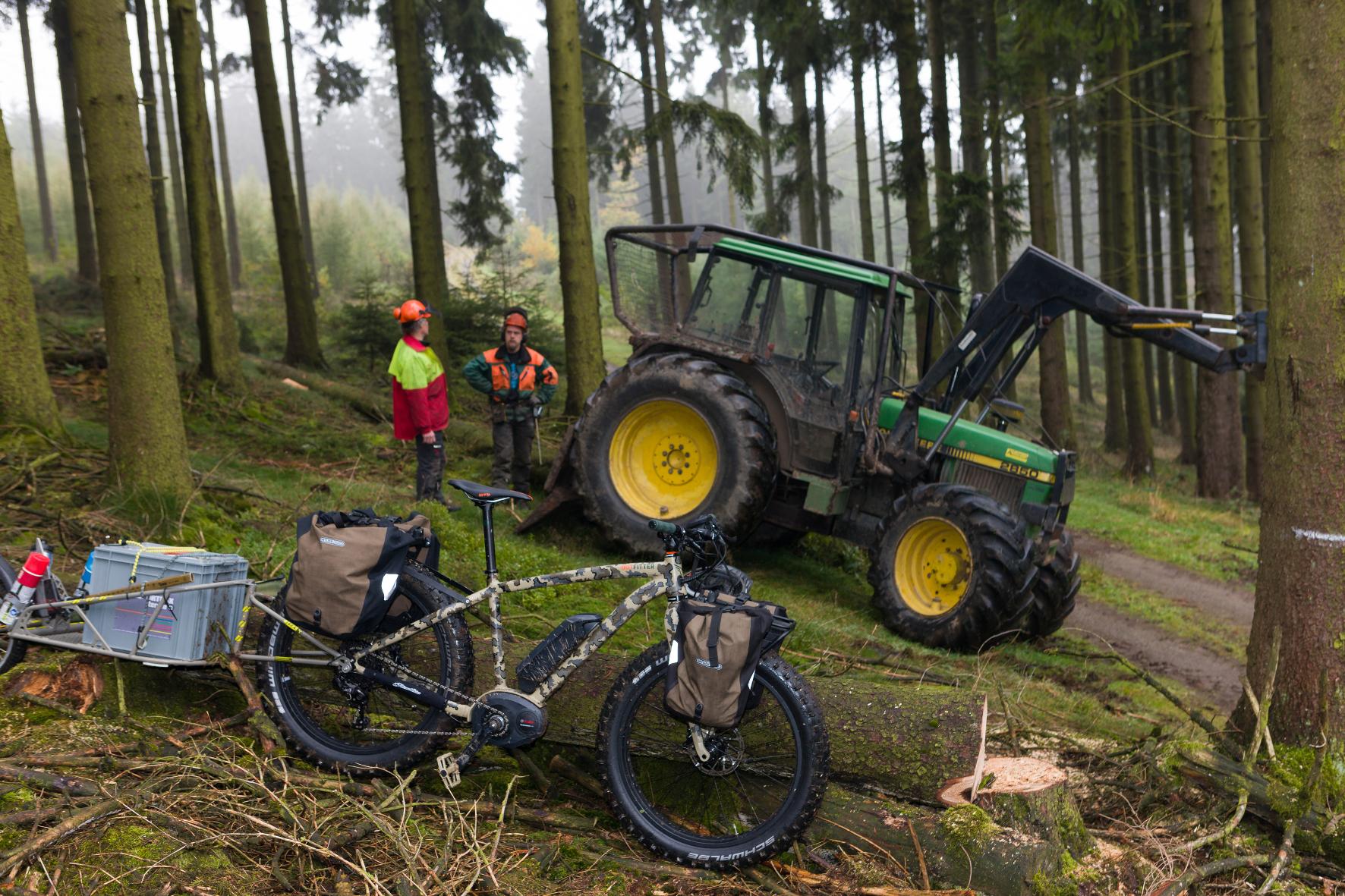 Revierförster: Mit dem Dienst-E-Bike durch den Forst unterwegs