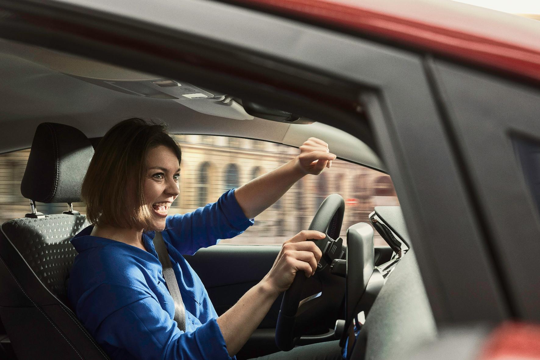 Psychologie: Wie Musikhören das Autofahren beeinflusst