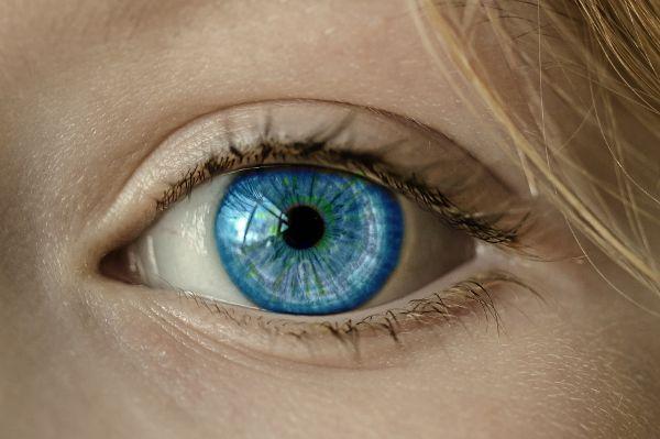 Hausmittel lassen Augen wieder glänzen