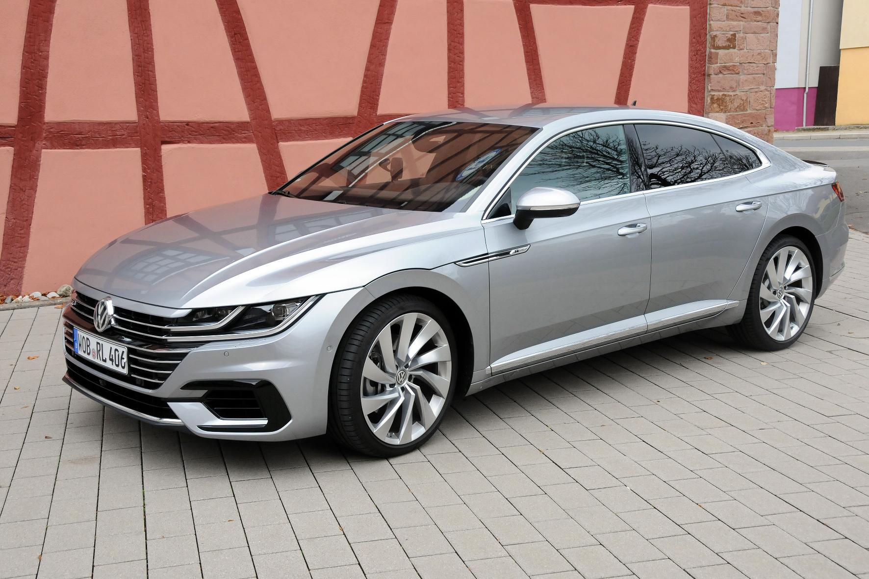 Volkswagens neues Vorzeigemodell im Test des Motor-Informations-Dienst