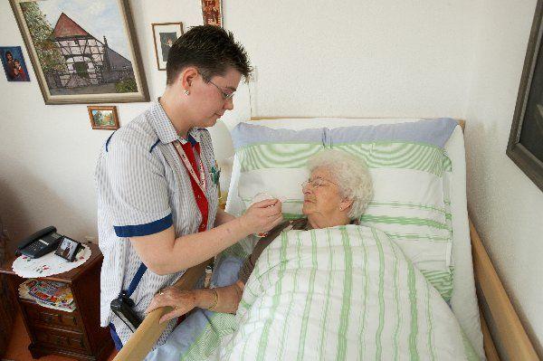 Das Krankenbett zur häuslichen Pflege auf Rezept