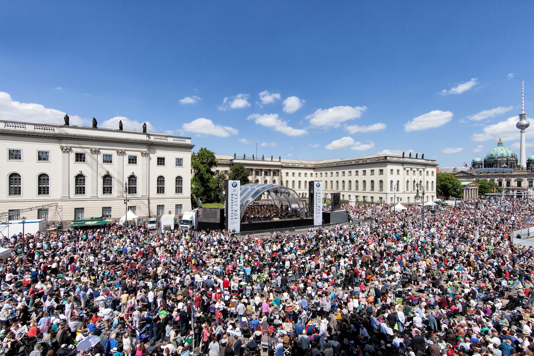Bayerischer Autobauer macht Oper im Open Air Format