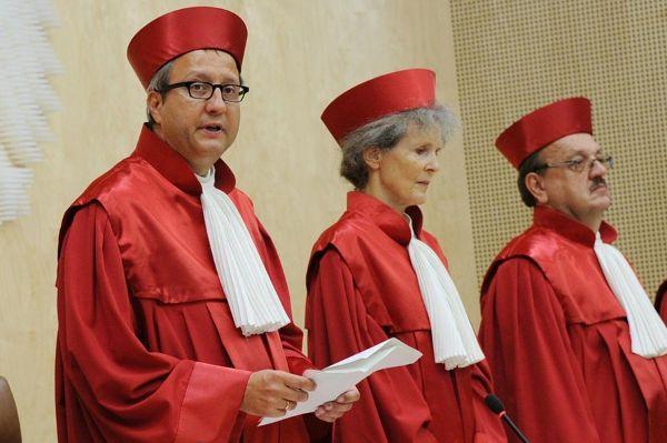 Richter verkünden Urteil