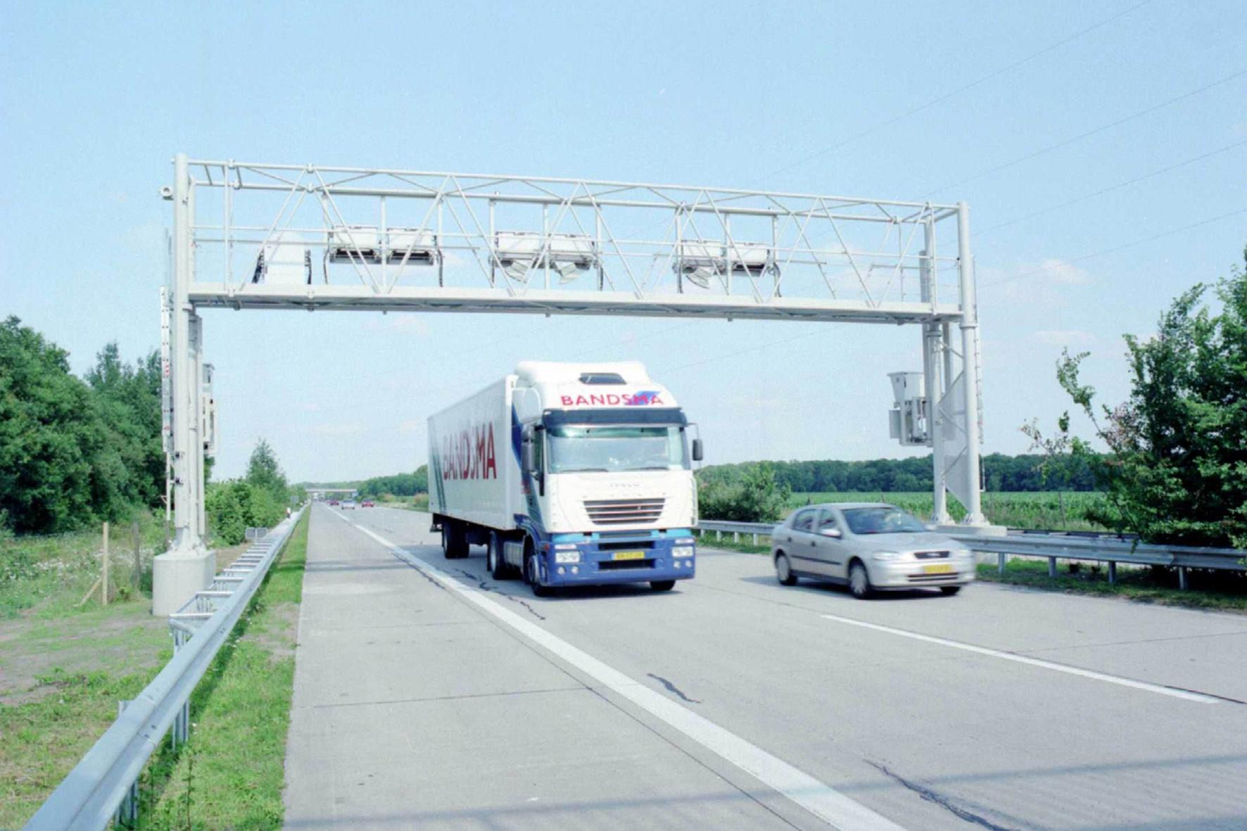 Vernetzte Autos können Verkehrsdaten mit anderen Fahrzeugen teilen