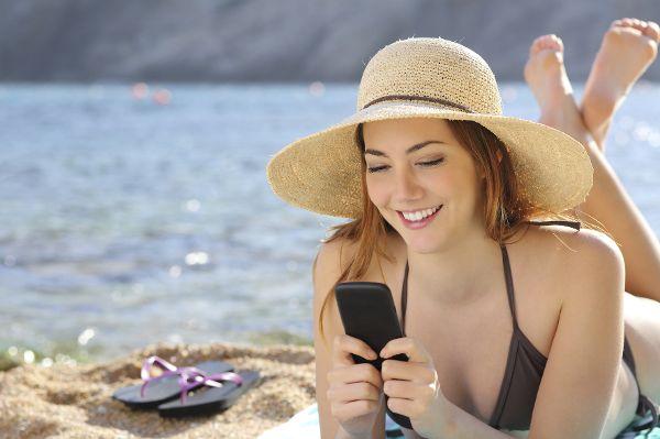 Analyse: Viele Arbeitnehmer sind im Urlaub oft für den Chef erreichbar, obwohl dazu keine Verpflichtung besteht