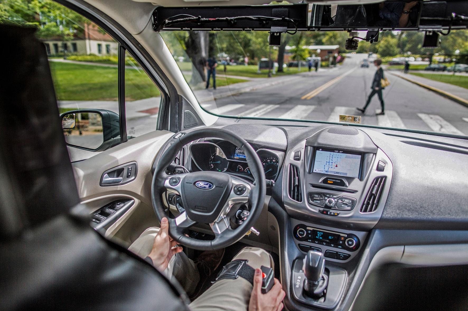 Autonome Autos kommunizieren mit dem Fußgänger
