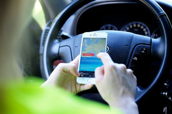 Cyberabwehr von Angriffen auf vernetzte Fahrzeuge